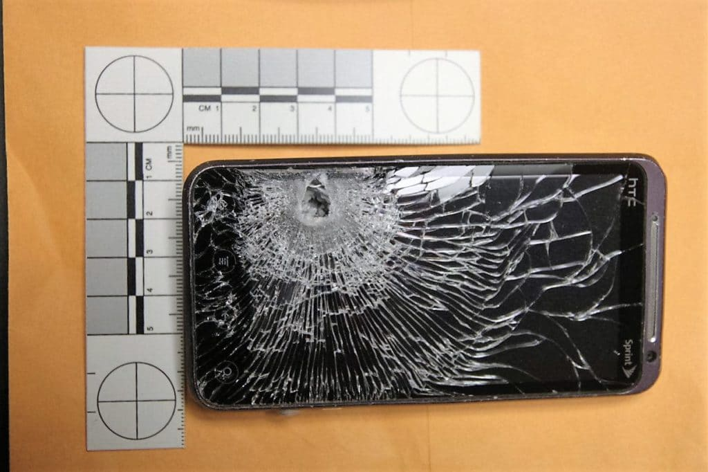 mobile HTC arrête une balle